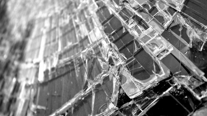 Sturz durch Glasdach